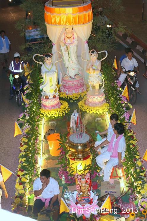 KuanYin Procession 547-001