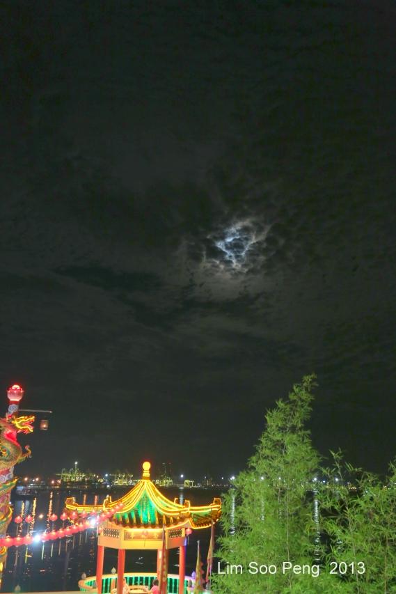 Hean BOO Thean by Night 006-001
