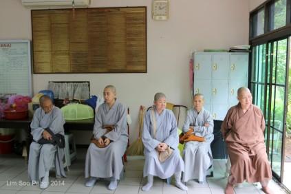 BurmeseTempleChief Bday 024-001