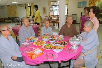 BurmeseTempleChief Bday 037-001