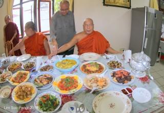 BurmeseTempleChief Bday 057-001