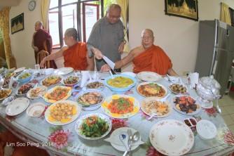 BurmeseTempleChief Bday 058-001