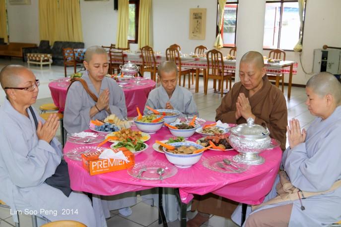 BurmeseTempleChief Bday 081-001