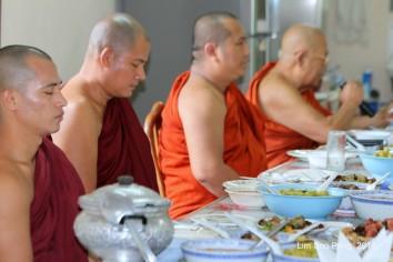 BurmeseTempleChief Bday 089-001