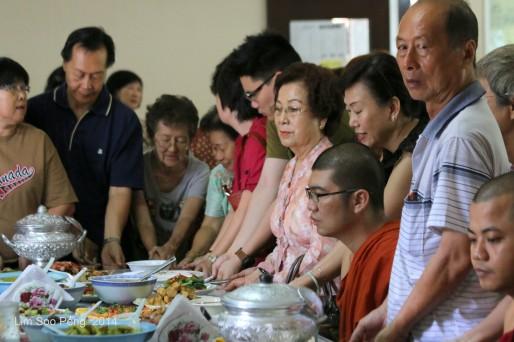 BurmeseTempleChief Bday 147-001