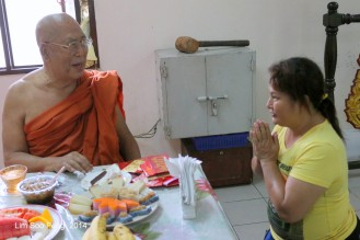 BurmeseTempleChief Bday 233-001