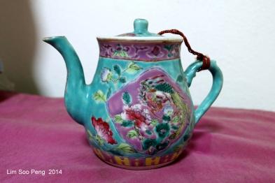 Nyonya Teapot 009-001