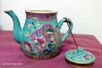 Nyonya Teapot 013-001