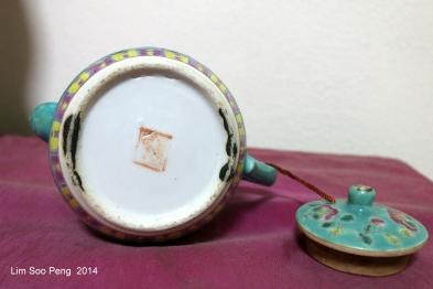 Nyonya Teapot 014-001