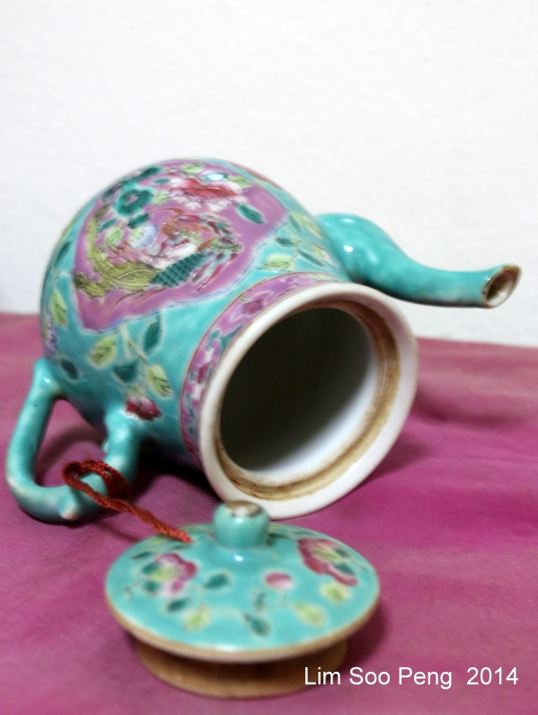 Nyonya Teapot 016-001