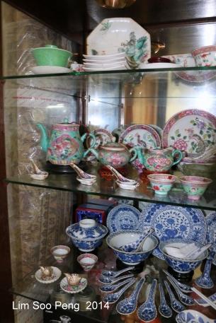 Nyonya Teapot 030-001