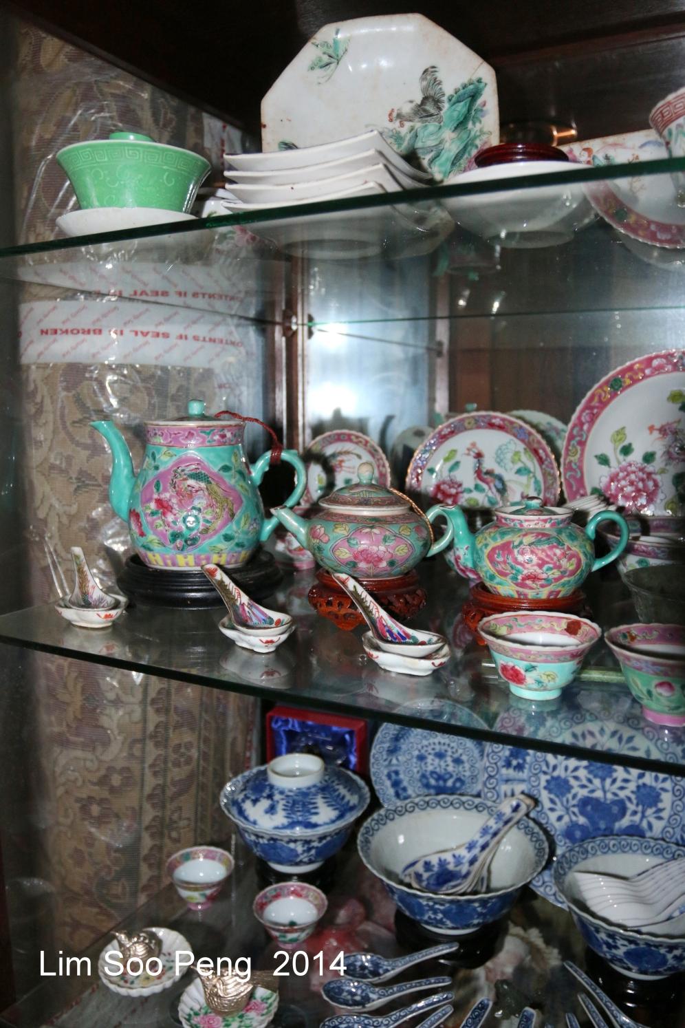 Nyonya Teapot 032-001