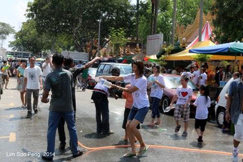 Songkran 129-001 - Copy