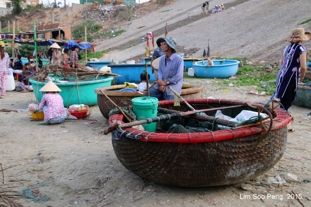 At the morning Wet Market of Seafood (5/6)