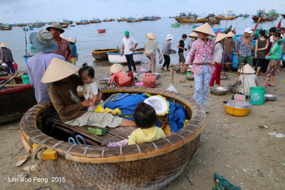At the morning Wet Market of Seafood (6/6)