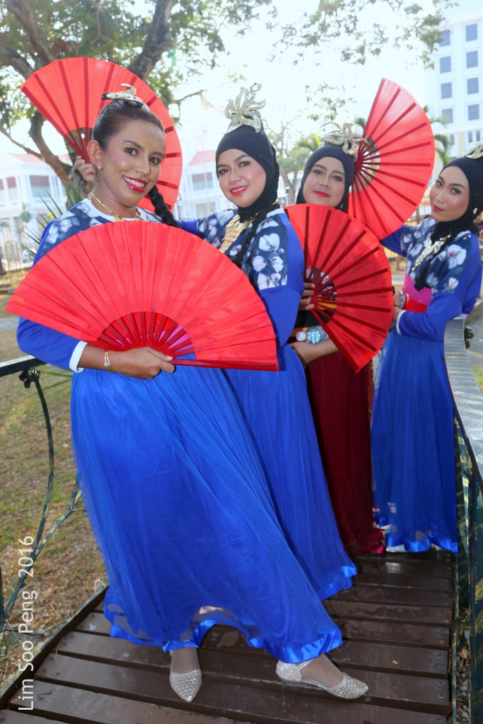 The Malay Ladies are very friendly and posing for us to take the photographs.
