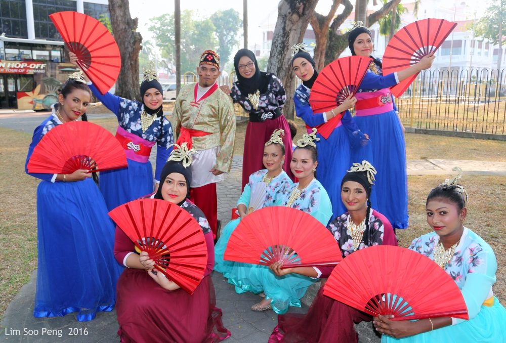 A group photograph of these performers from the Penang City Council.