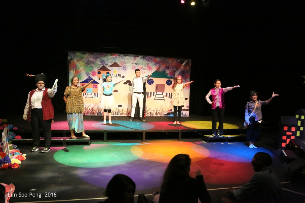 """""""The Day I Met The Prince""""  the USM's Children Theatre in English ~ Part 9"""