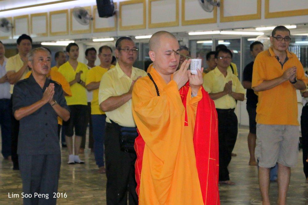Moving the Buddha Image 144