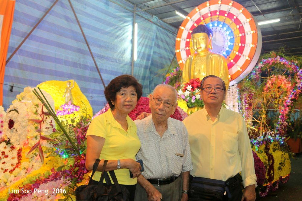 The Blogger is seen with the Former Chairman Dato Khoo Leong Hun of the Wesak Celebrations Main Committee. The other is the Vice-Chairoerson the 2016 Main Committee. The blogger is also the Vice-Chairman of the 2016 Main Committee apart from being Wesak Procession Chairman.