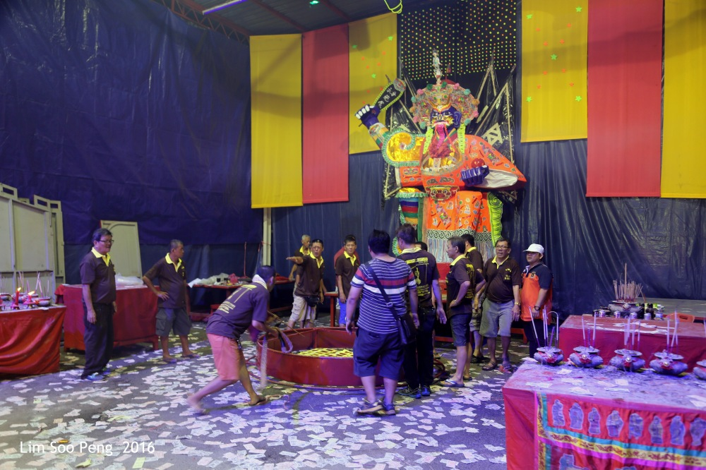 Celebrations of the Tai Soo Yah on Festival of the Hungry Ghost at Lim Jetty, Weld Quay, Penang on the final night of Monday, 22 August, 2016. Getting ready to lift the Tai Soo Yah paper effigy.