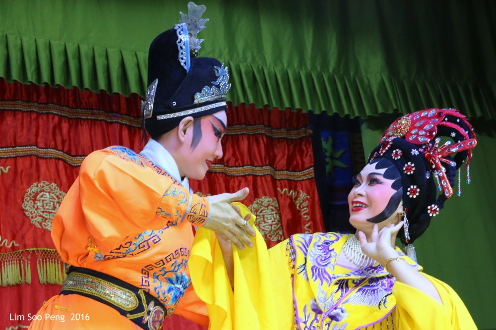 """Teochew Opera - The Murder Plot of the Emperor Part 1. """" Flirting between the Emperor's Concubine and the Prince. A Murder Plot was hatched to poison the Emperor. """""""