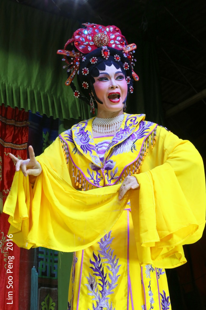 """Teochew Opera - The Murder Plot of the Emperor Part 1. """" A Murder Plot was hatched to poison the Emperor. The Concubine was to put the poison into Wine Jug. Has she got the courage to do so? """""""