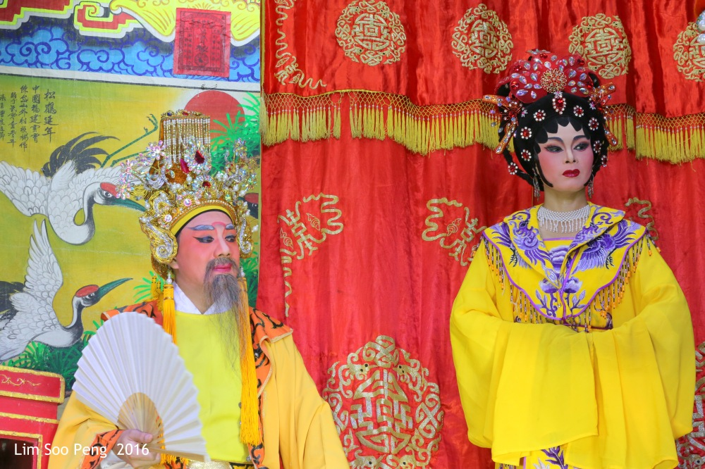 """Teochew Opera - The Murder Plot of the Emperor Part 1. """" A Murder Plot was hatched to poison the Emperor. The Concubine was to put the poison into Wine Jug. Has she got the courage to do so? She had decided to go ahead with the plot. """""""