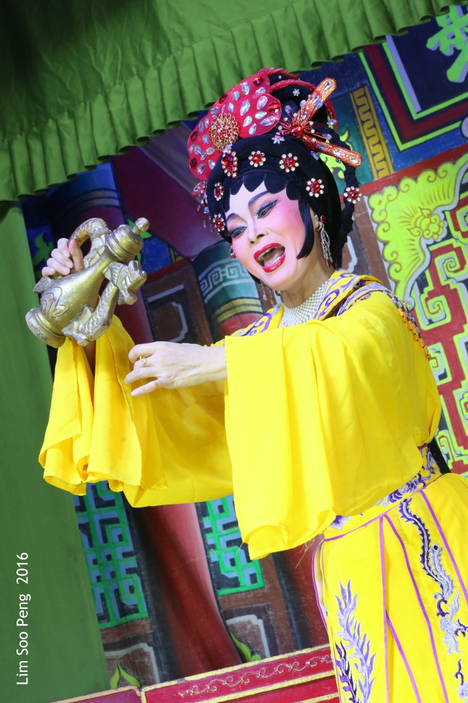 "Teochew Opera - The Murder Plot of the Emperor Part 1. "" A Murder Plot was hatched to poison the Emperor. The Concubine was to put the poison into Wine Jug. Has she got the courage to do so? She poured a cup of poisoned wine for offering to the Emperor. """