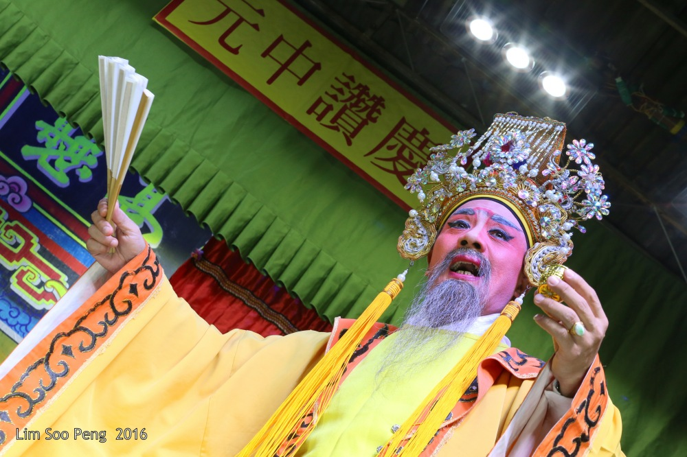 """Teochew Opera - The Murder Plot of the Emperor Part 2. """" A Murder Plot was hatched to poison the Emperor. The Concubine was to put the poison into Wine Jug. The Emperor was holding a cup of poisoned wine in his hand. """""""