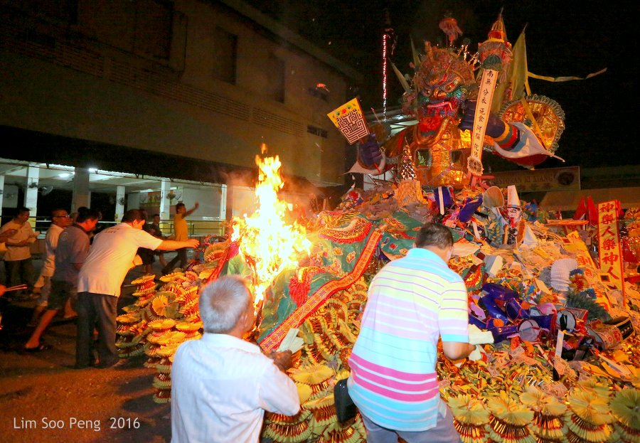 Historical final burning of Prai's Tai Soo Yah on Merdeka Day eve of Tuesday, August 30, 2016.