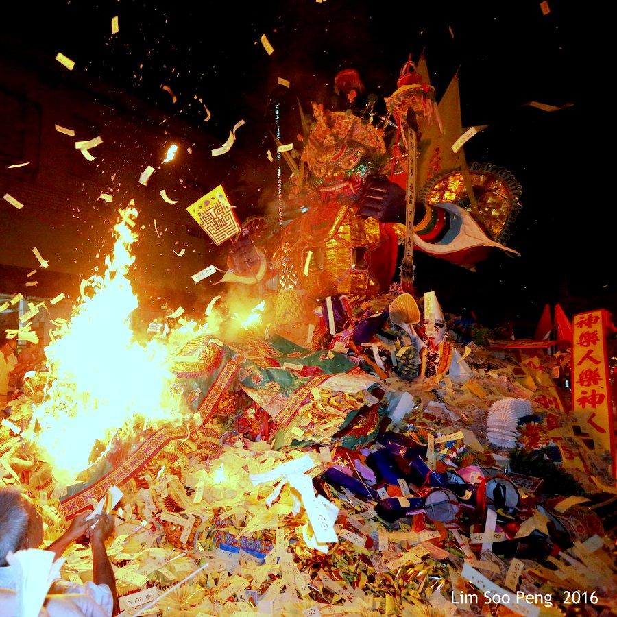 Historical final burning of Prai's Tai Soo Yah on Merdeka Day eve of Tuesday, August 30, 2016.