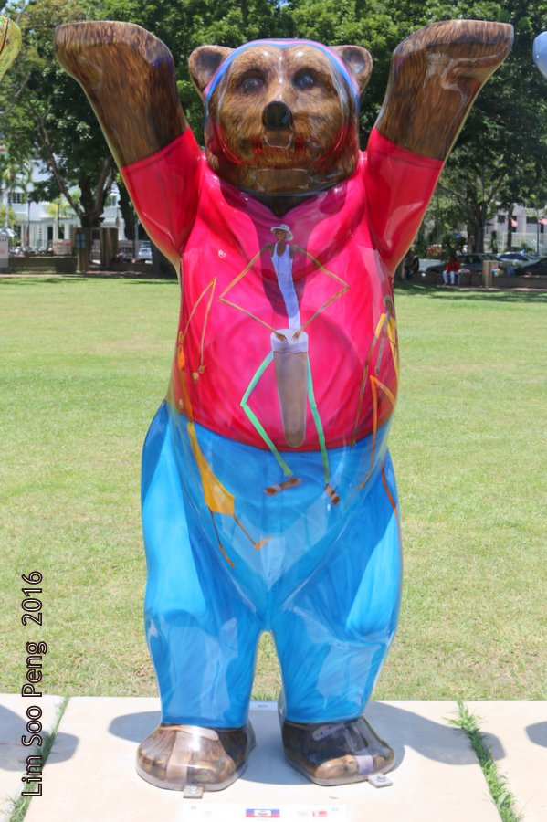 United Buddy Bears Penang at Esplanade - More Colourful Bears coming.