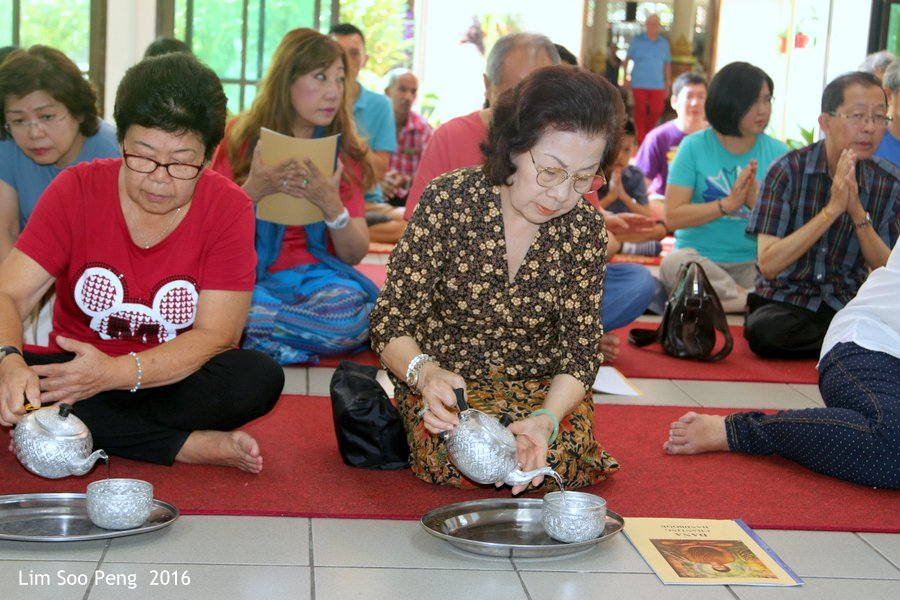 Dana in memory of our late father Lim Wooi Boon at Dhammikarama Burmese Buddhist Temple on Sunday, December 18, 2016.
