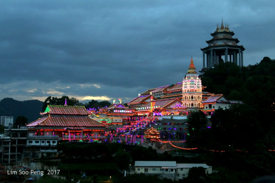 Kek Lok Si Lighting-Up Ceremony with Fireworks