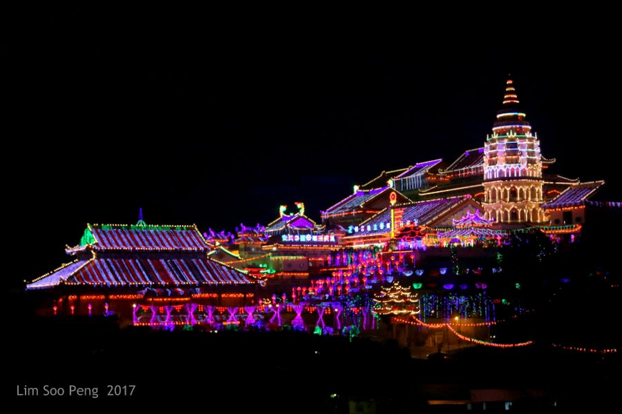 Kek Lok Si Lighting-Up Ceremony with Fireworks