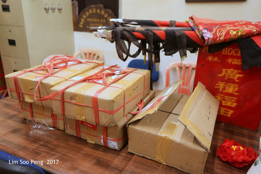 Hok Tek Tong Visit to Poh Hock Seah on Saturday, 25.02.2017. The HTT books has arrived from Sumatera.