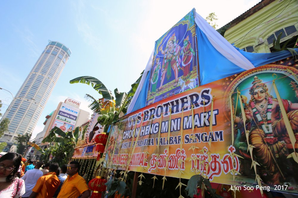 Penang Thaipusam 2017 ~ Free Vegetarian Food to the devotees by other devotees sponsored by individuals or companies.